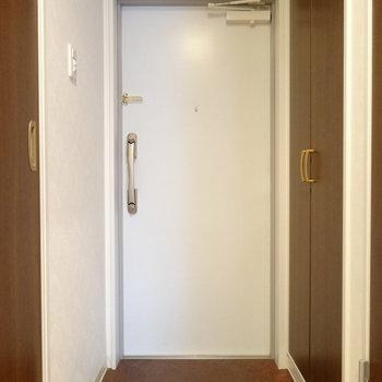 さわやか真っ白の玄関。土間も広い!