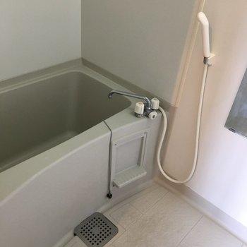 ゆったりサイズのお風呂です。(※写真は13階の同間取り別部屋のものです)