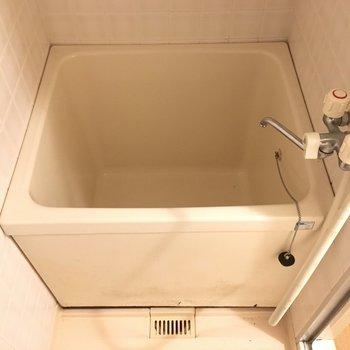 お風呂は箱型、しっかりお風呂につかれます。(※写真は3階の同間取り別部屋のものです)
