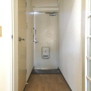 シューズボックスはないけど、廊下や玄関に靴だな置けそうですよ。(※写真は3階の同間取り別部屋のものです)