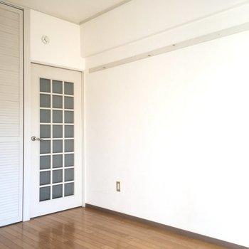ドアや扉も白なんです。こだわり感じますね〜!(※写真は3階の同間取り別部屋のものです)