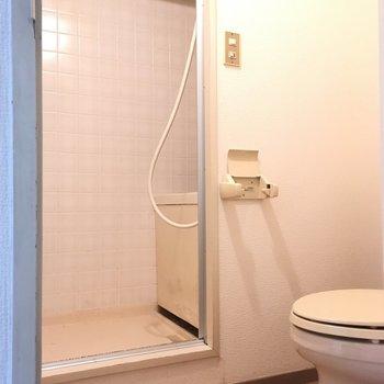 トイレを経由してお風呂場に行けます。(※写真は3階の同間取り別部屋のものです)