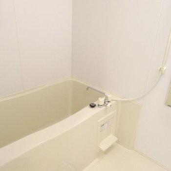 すっきりした浴室です。※写真は2階同間取り別部屋のものです