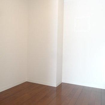背面にもこんなにスペースあるんです。※写真は2階同間取り別部屋のものです