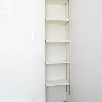 この棚には何置きます?※写真は2階同間取り別部屋のものです