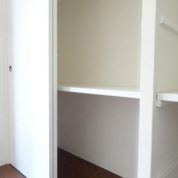 奥行きはまぁまぁですかね。※写真は2階同間取り別部屋のものです