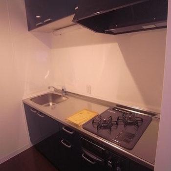 キッチンスペースは孤立していてお料理しやすそう!