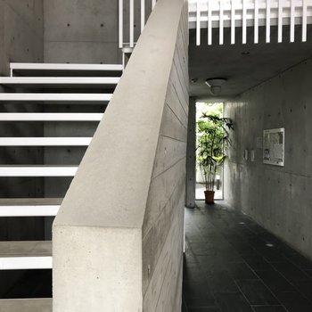 エントランスは美術館への入り口。