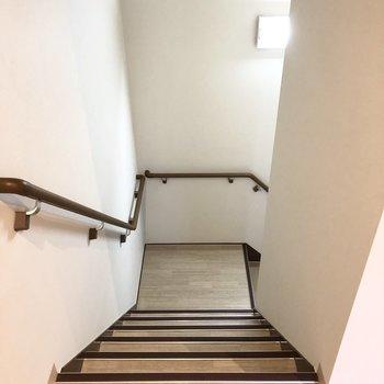 2階なので階段を使ってもいいかも 。