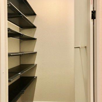 靴をもたくさん収納できますね。※写真は3階の同間取り別部屋のものです
