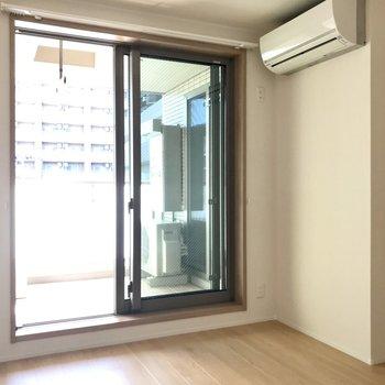 【bedroom】エアコンも完備されてます。※写真は3階の同間取り別部屋のものです