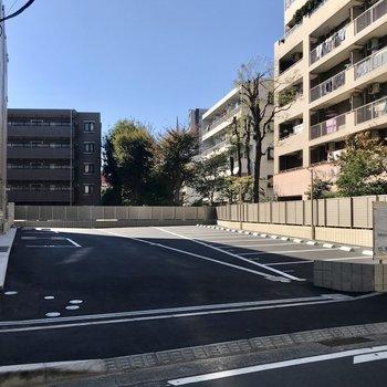 広い駐車場付き。
