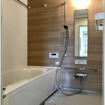 浴室はゆったりサイズ。※写真は3階の同間取り別部屋のものです