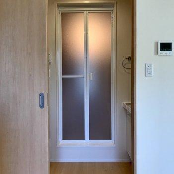 サニタリーへ。※写真は3階の同間取り別部屋のものです