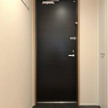 玄関スペースはゆとりが有ります。※写真は3階の同間取り別部屋のものです