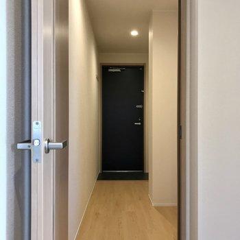 廊下へ進みます。※写真は3階の同間取り別部屋のものです