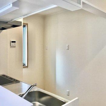 【LDK】キッチンを見てみましょう。※写真は3階の同間取り別部屋のものです
