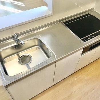 【LDK】調理スペースも確保されています。※写真は3階の同間取り別部屋のものです