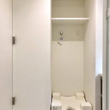 洗濯機もこちらに。洗剤もお洒落な容器に入れましょう。※写真は5階の同間取り別部屋のものです