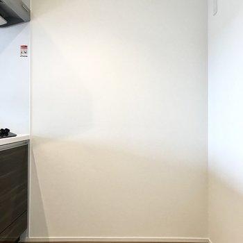 冷蔵庫もこちらに。どんなデザインのものにする?※写真は5階の同間取り別部屋のものです
