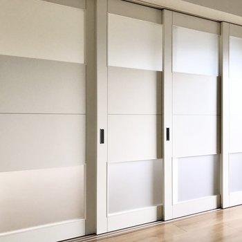 洋室の引き戸は閉めても圧迫感がないのです。※写真は5階の同間取り別部屋のものです