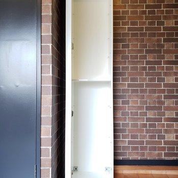 玄関に小さめのシューズボックスを発見!