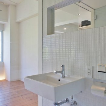 洗面台と大きな鏡が◎