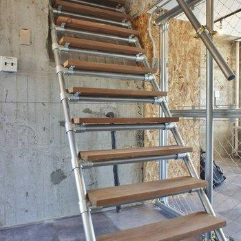 階段で2Fへ!!