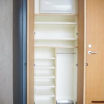 収納もしっかりと。※写真は2階の反転間取り別部屋のものです