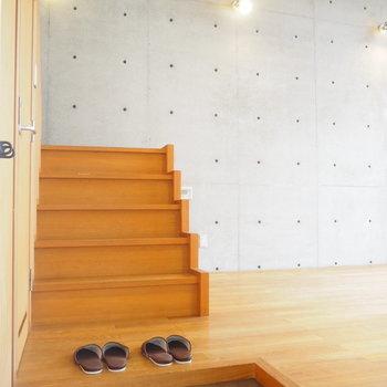 玄関も広めです。※写真は2階の反転間取り別部屋のものです
