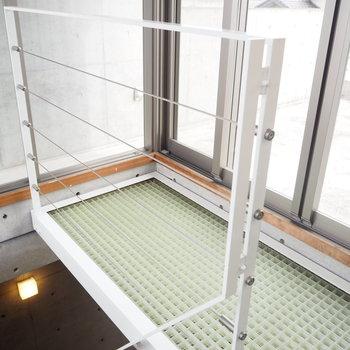 階段を上がると、※写真は2階の反転間取り別部屋のものです