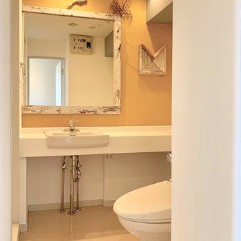 カフェみたい!広い洗面台に大きな鏡は女性の味方♩