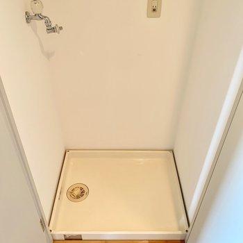 洗濯機は扉で隠せます。大きな洗濯機も置けそうなサイズ感◎