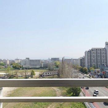 最上階の眺望!大通り沿いだけど高さがあるのであまり音は気になりません。