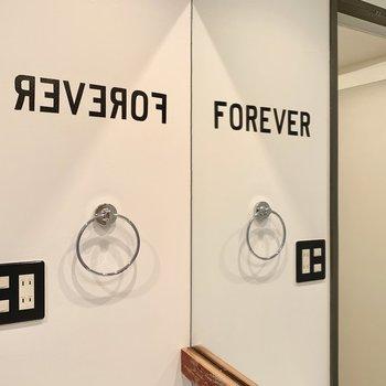 鏡に写って文字になるのね・・素敵。