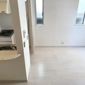 上からの目線。プチカウンターキッチンになってます。※写真は1階の同間取り別部屋、清掃前のものです