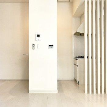 キッチンの柵、好きです。※写真は1階の同間取り別部屋、清掃前のものです