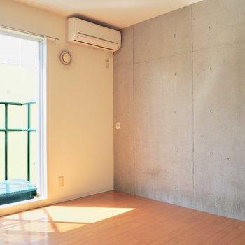 【洋室8帖】ベッドを置くならお部屋の中央か、マットレスかな