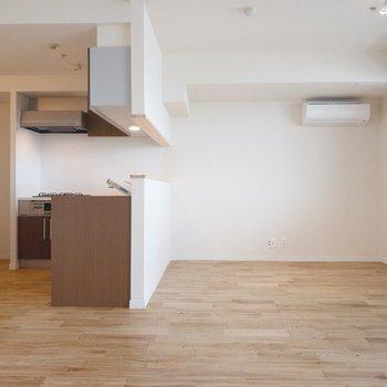 キッチンの落ち着いたブラウンもお部屋とマッチしています