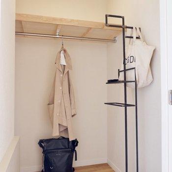 この洋室にはWICが付いています※家具はサンプルです