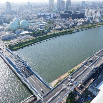 川と橋とビルと空と…