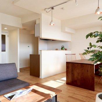 17.5帖のリビングは、大きな家具も映えます!※家具はサンプルです