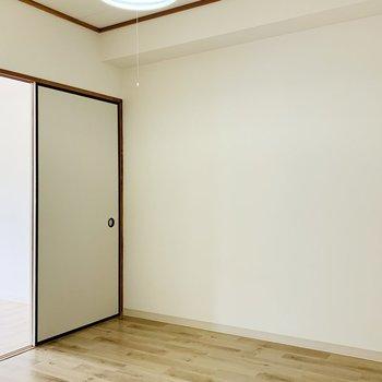 こちらが4.5帖のお部屋。
