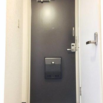 玄関はコンパクトなサイズ。