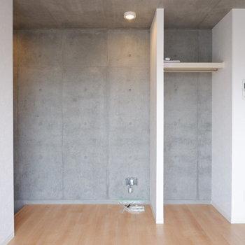 シンプルでインテリアも選ばないお部屋。※写真は4階の同間取り別部屋のものです