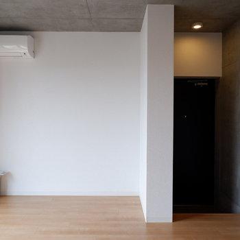 こちらも面にベッドを置きましょう。※写真は4階の同間取り別部屋のものです
