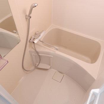 浴槽は1人暮らしに十分なサイズ。※写真は4階の同間取り別部屋のものです