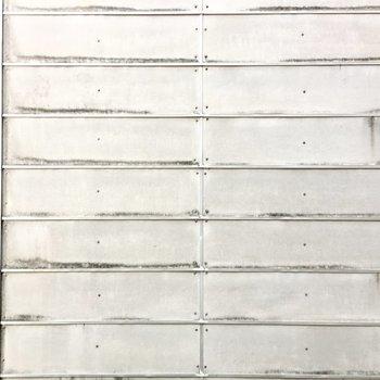 眺望は横の建物の壁、、