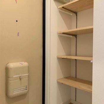 玄関も木の可動棚!おしゃれ〜※写真は前回募集時、工事中のもの