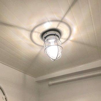 天井にも素敵なランプ。たまらない…